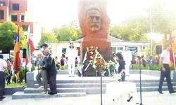 Komitacının heykelini diktiler!