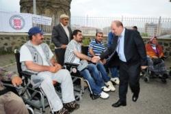 Erzurum'da akülü araba dağıtıldı