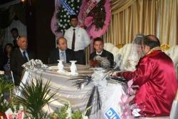 Şener tek oğlunu evlendirdi!