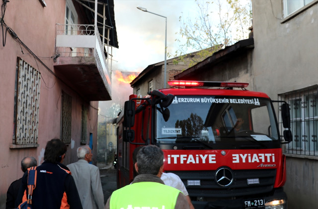 Erzurum'da Metruk Binada Yangın