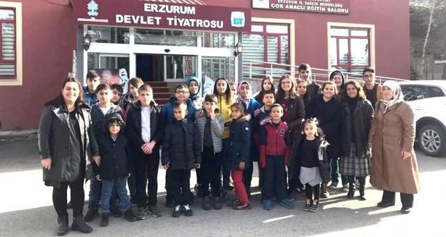 Erzurum'da İlk Defa Tiyatroyla Tanıştılar
