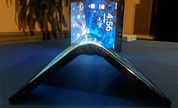İşte Samsung'un katlanan ekranlı akıllı telefonu...