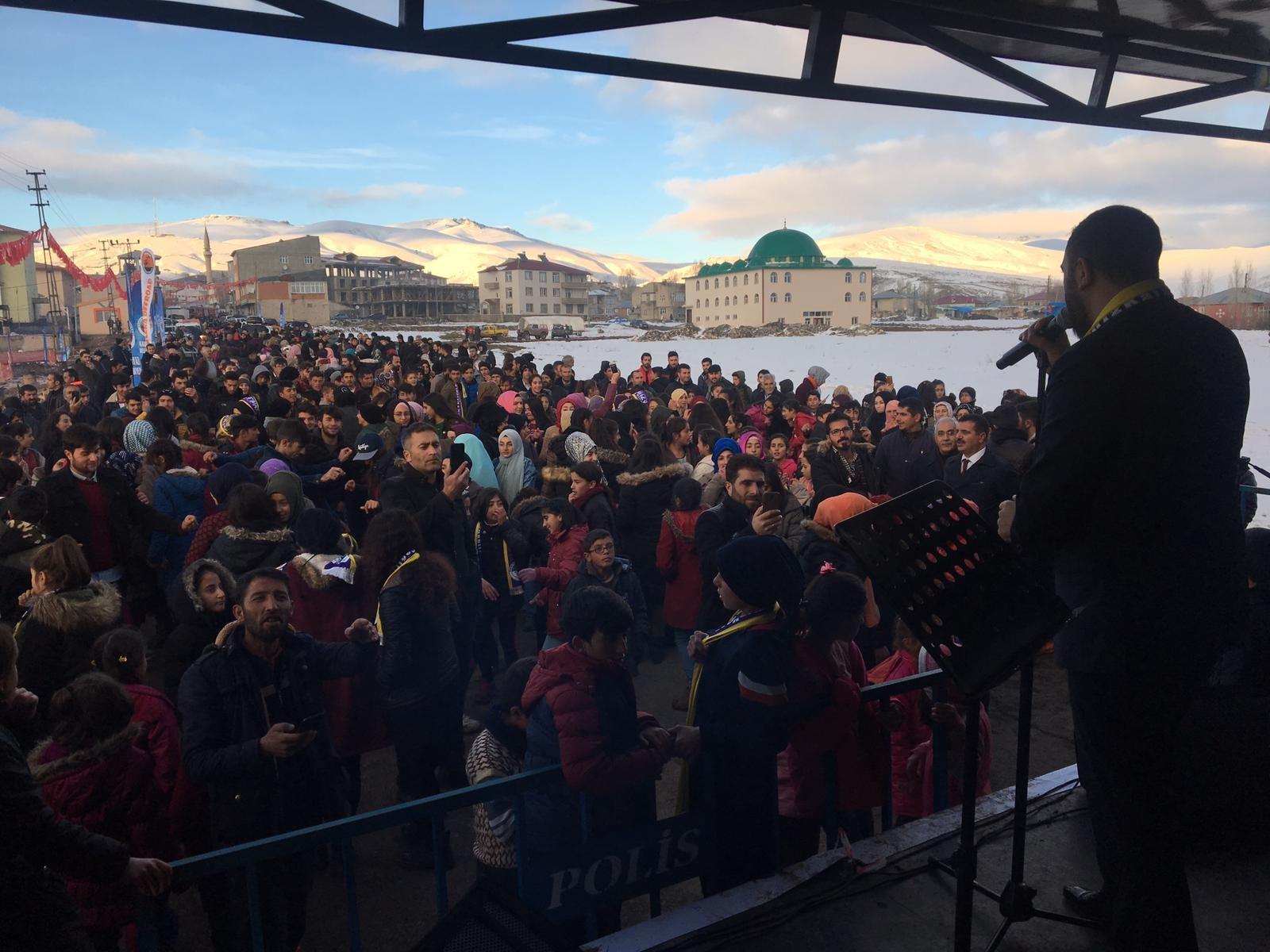 Amir Yıldırım Gençlik konserinde hemşehrilerini coşturdu