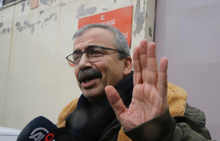 Sırrı Süreyya Önder cezaevine teslim oldu!