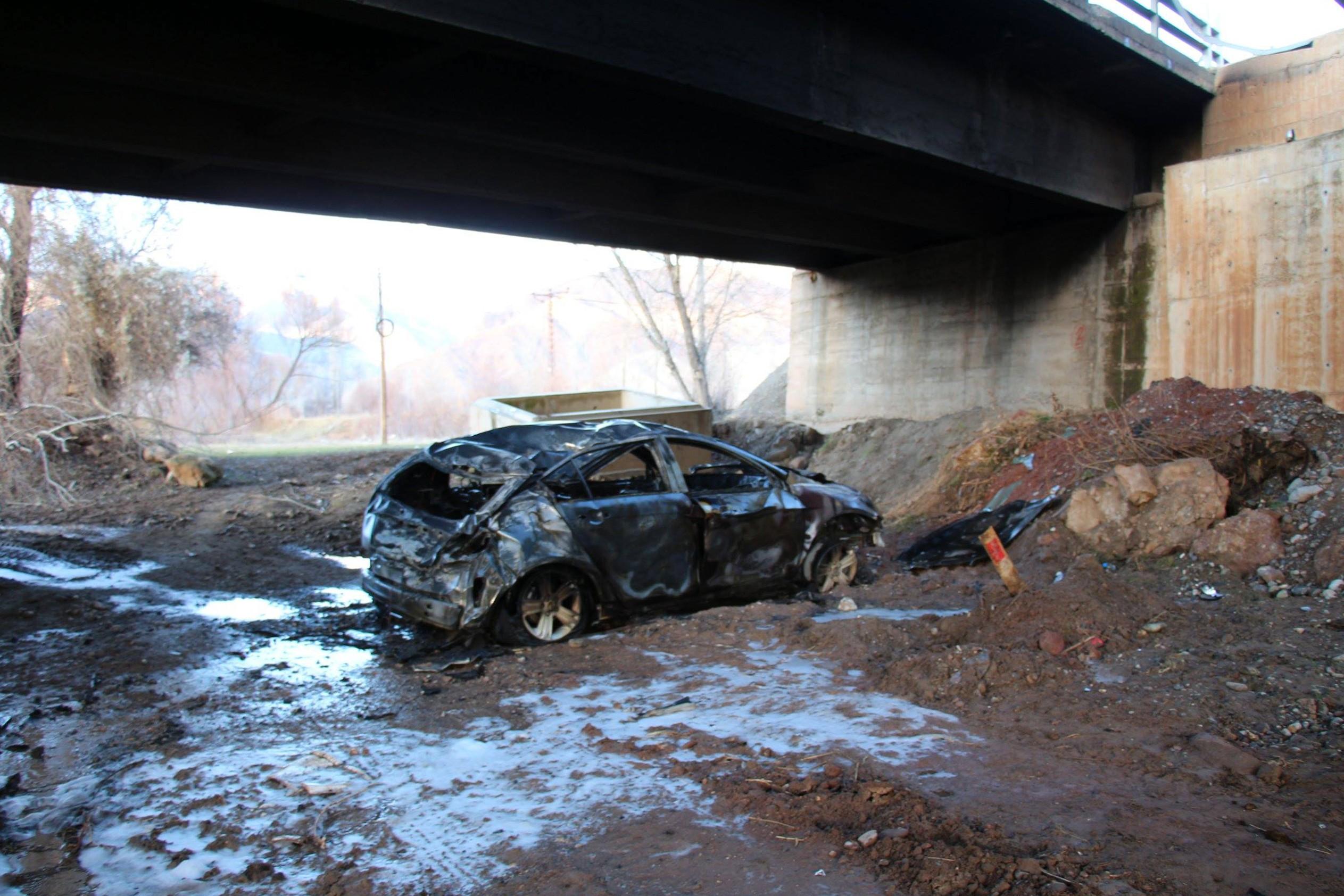 Erzurum'da köprüden uçan otomobil yandı: 1 yaralı