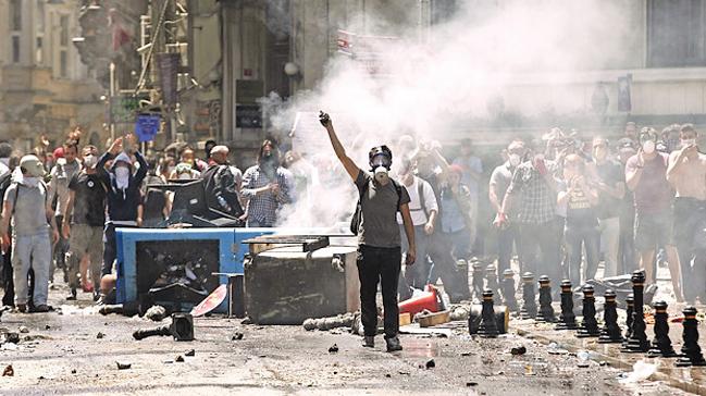 Fransa'daki olaylar FETÖ'yü yeni Gezi tezgahı için harekete geçirdi