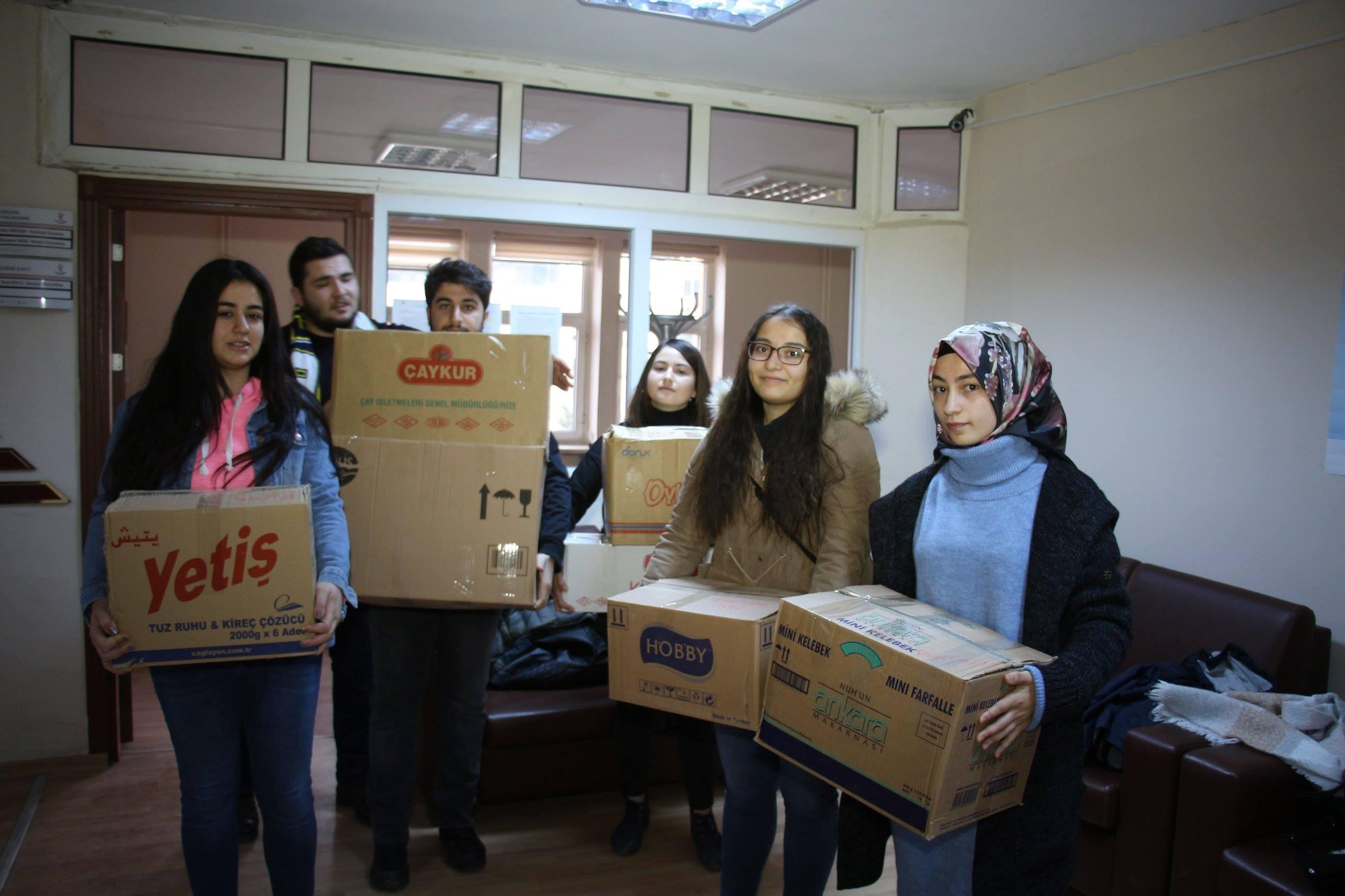 Üniversite öğrencilerinden yabancı uyruklu sığınmacılara yardım
