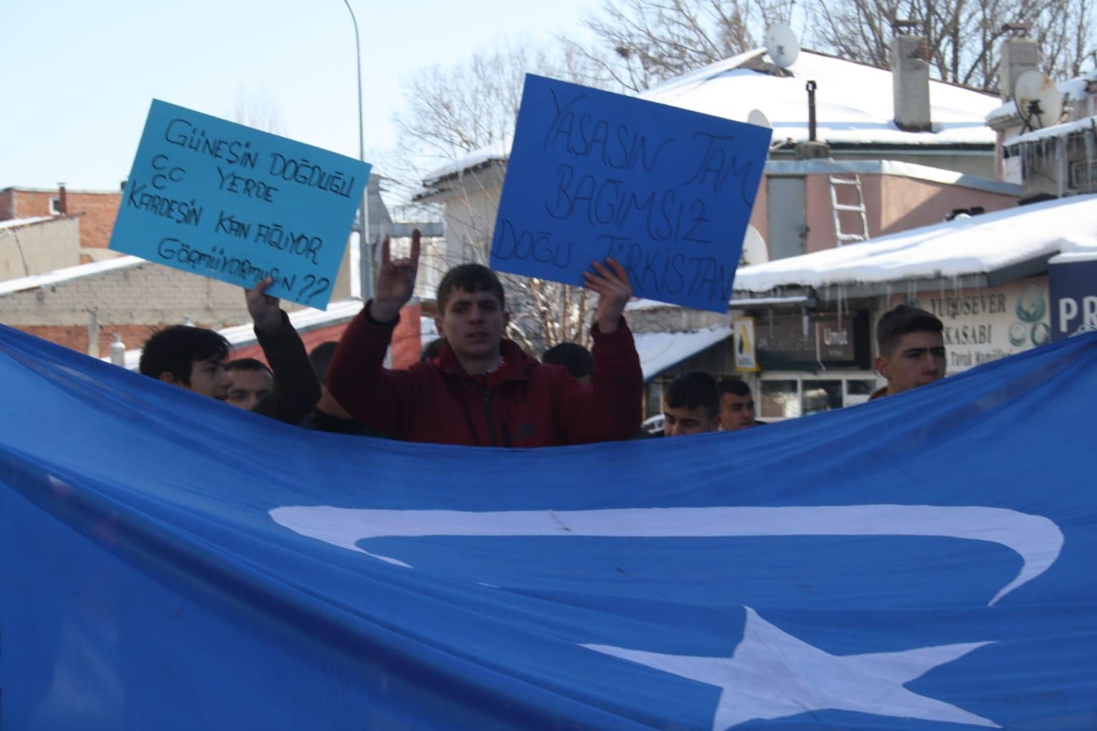 Erzurum'da Doğu Türkistan için yürüdüler