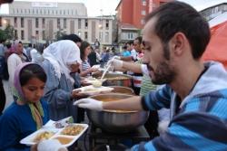 Kent Meydanında iftar huzuru