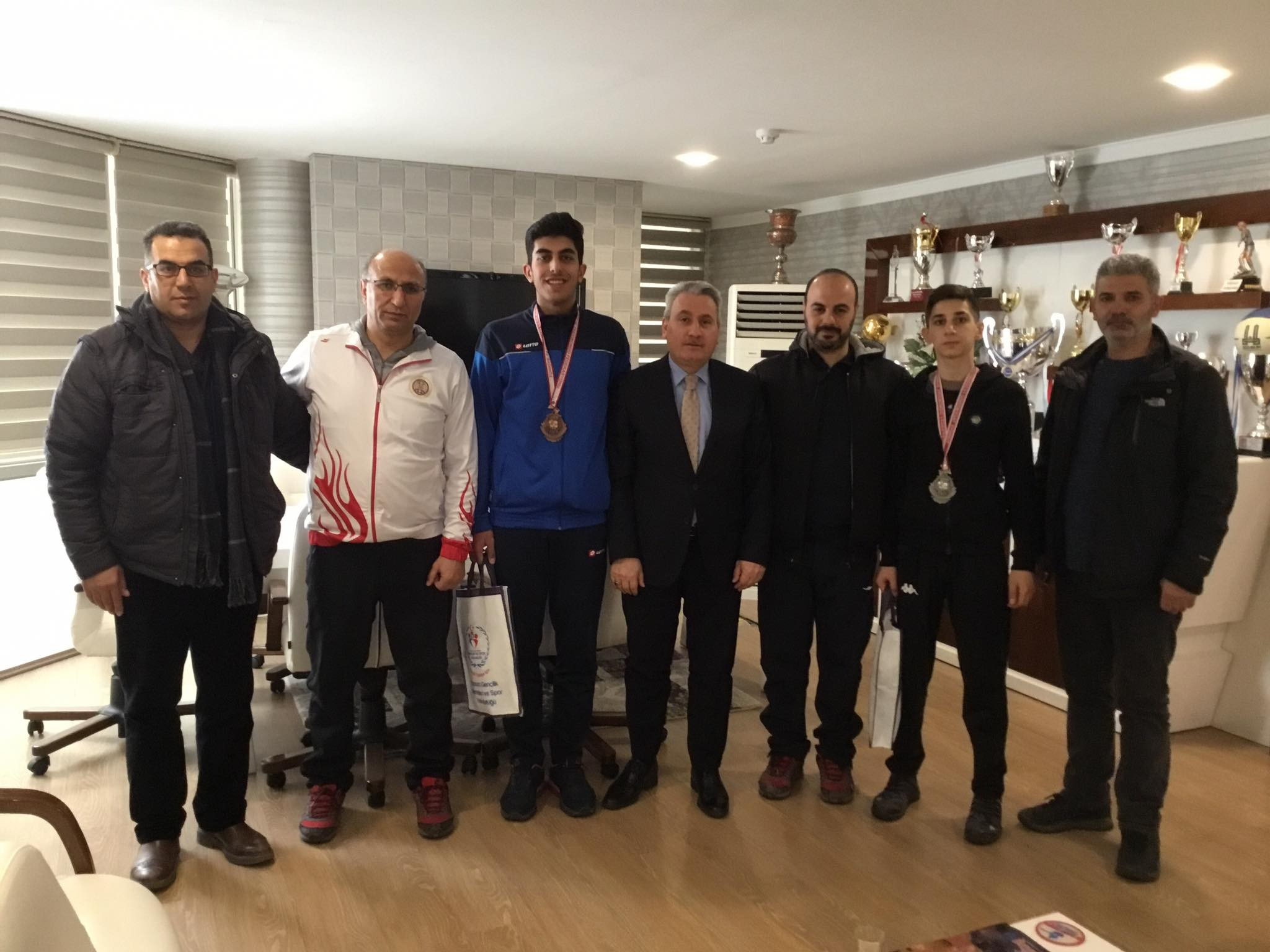 Başarılı boksör ve taekwondo şampiyonları ödüllendirildi