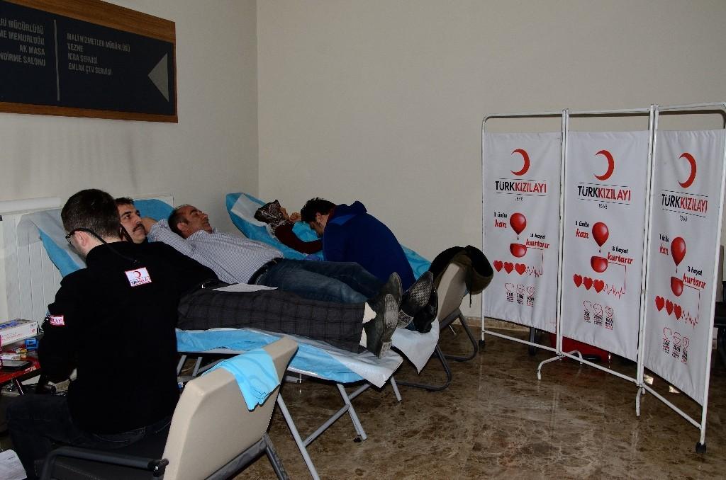 Palandöken Belediyesi'nden Türk Kızılay'ına kan bağışı
