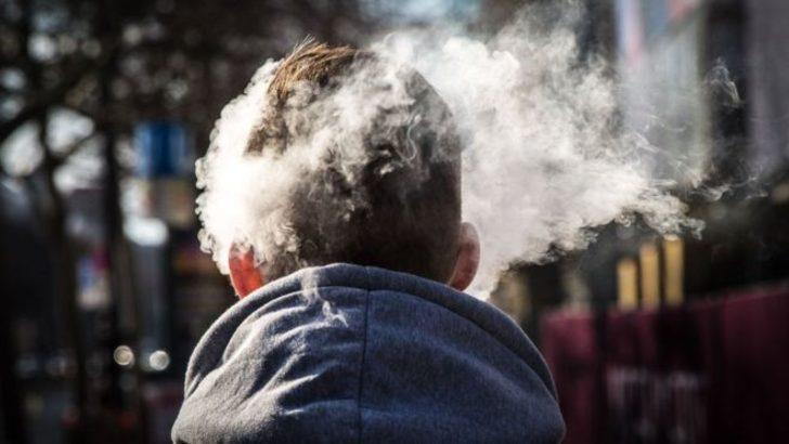 Patlayan elektronik sigaranın parçası şah damarına saplandı