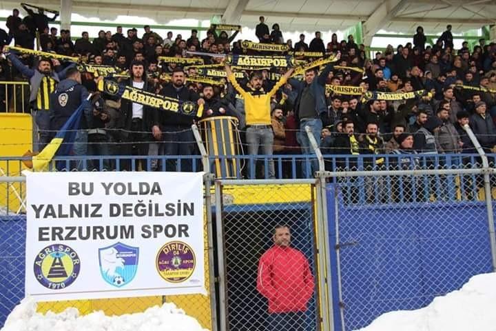 Ağrı 1970 Sporlu taraftarlardan Erzurumspor'a destek tezahüratı