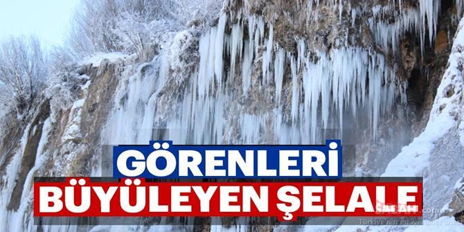 30 metrelik buz sarkıtları görenleri büyülüyor