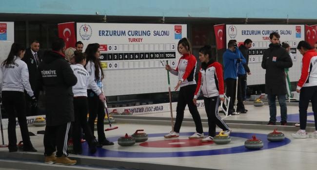 Atatürk Üniversitesi curlingde geleneği bozmadı