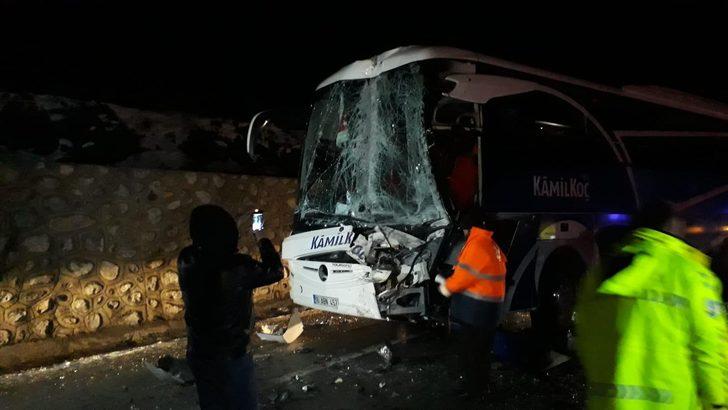 Erzincan'da gece yarısı feci kaza: Çok sayıda yaralı var!