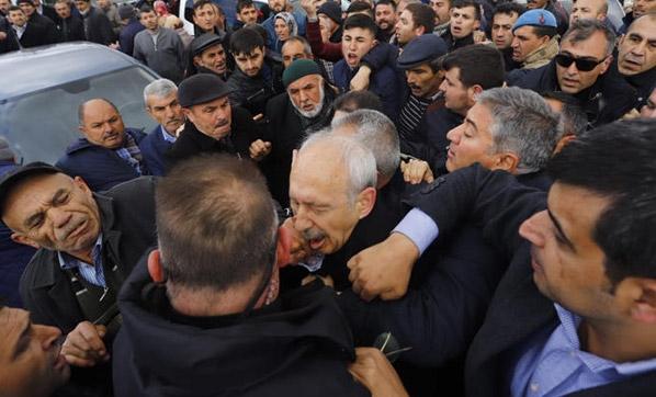 Şehit cenazesinde olay! CHP lideri saldırıya uğradı