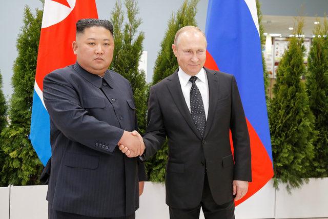 Putin ve Kim Jong-un bir araya geldi!