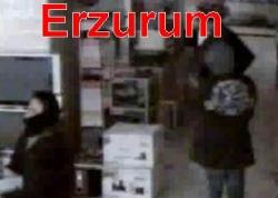 Üç soyguncu kameraya yakalandı