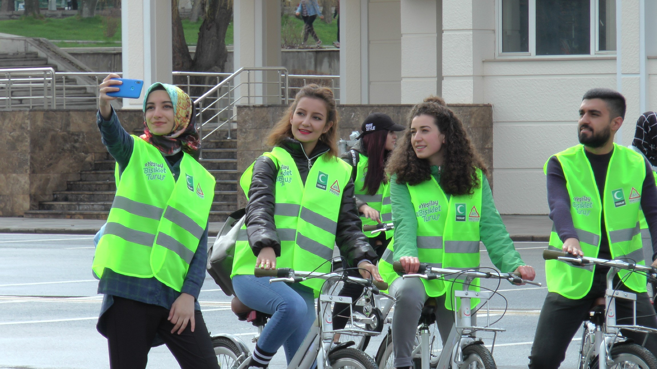 Erzurumlu gençler tarihi mekanlara pedalladı
