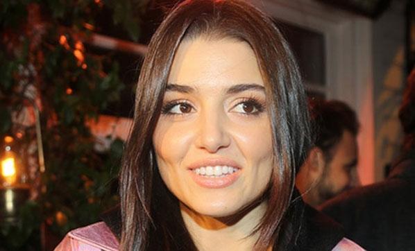 Hande Erçel, 'Dünyanın En Güzel Kadını' seçildi