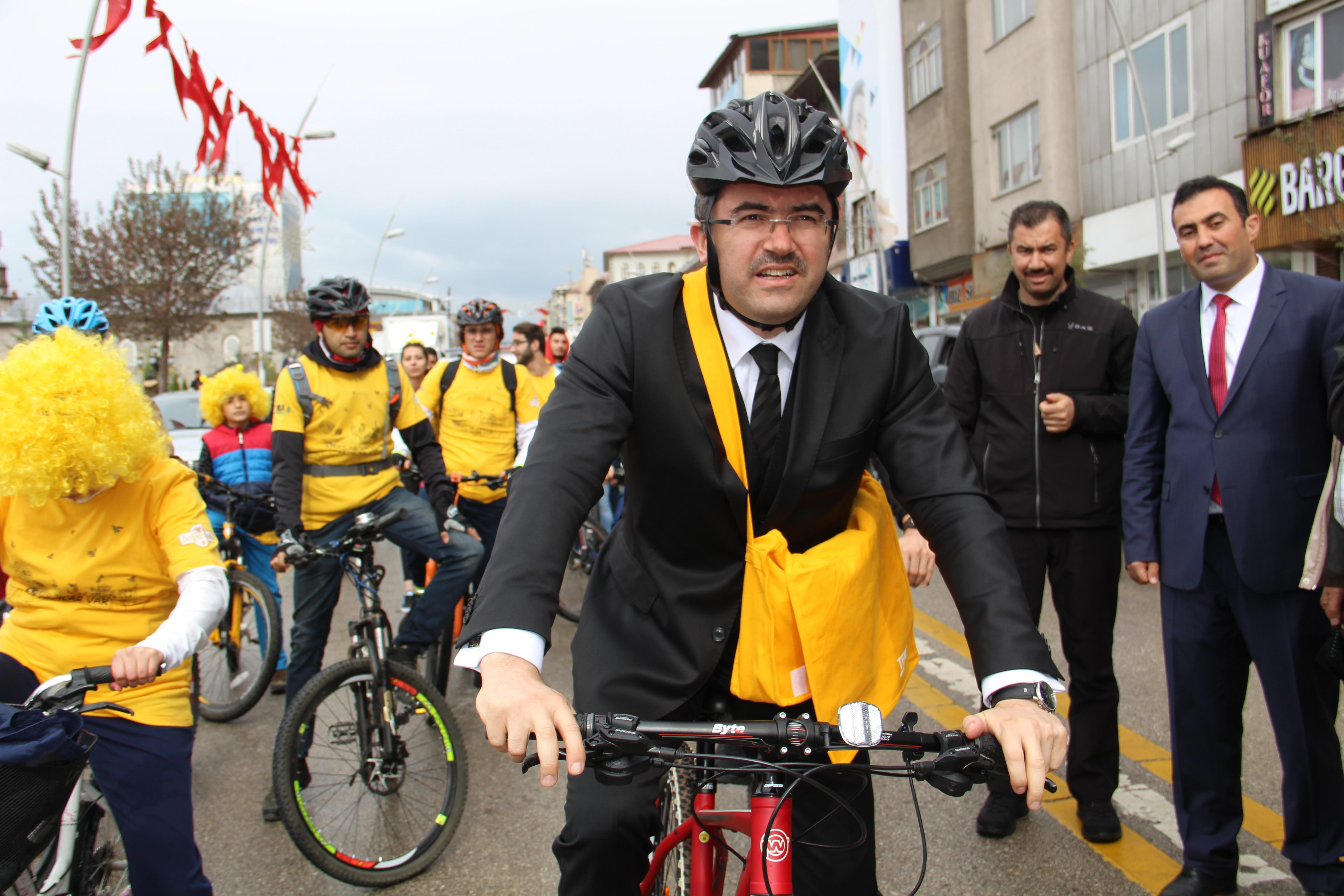 Arılar Günü'nü Bisikletle kutladılar