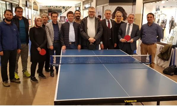 Erzurum masa tenisi oynuyor