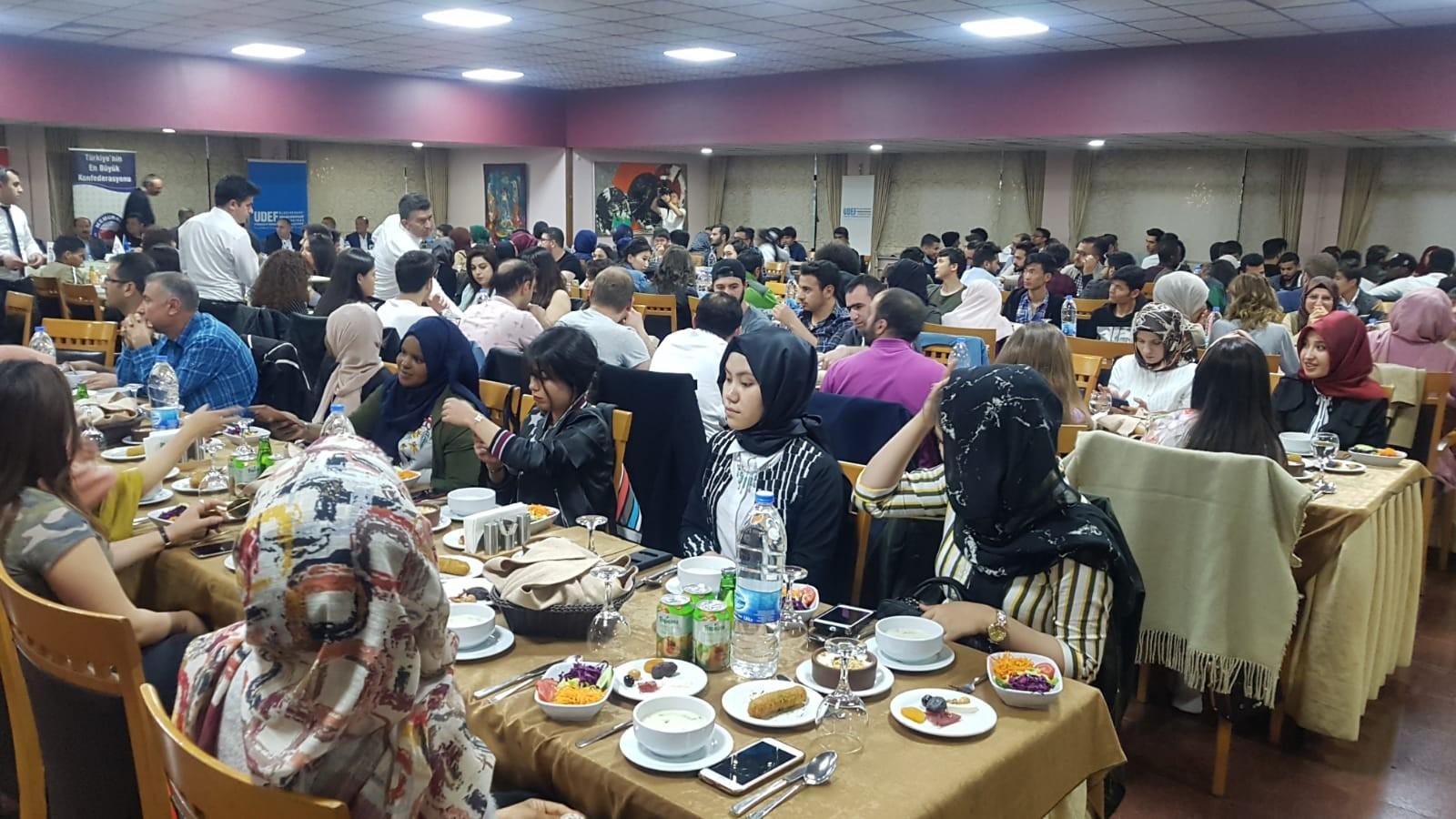 Eğitim Bir-Sen'den öğrencilere iftar