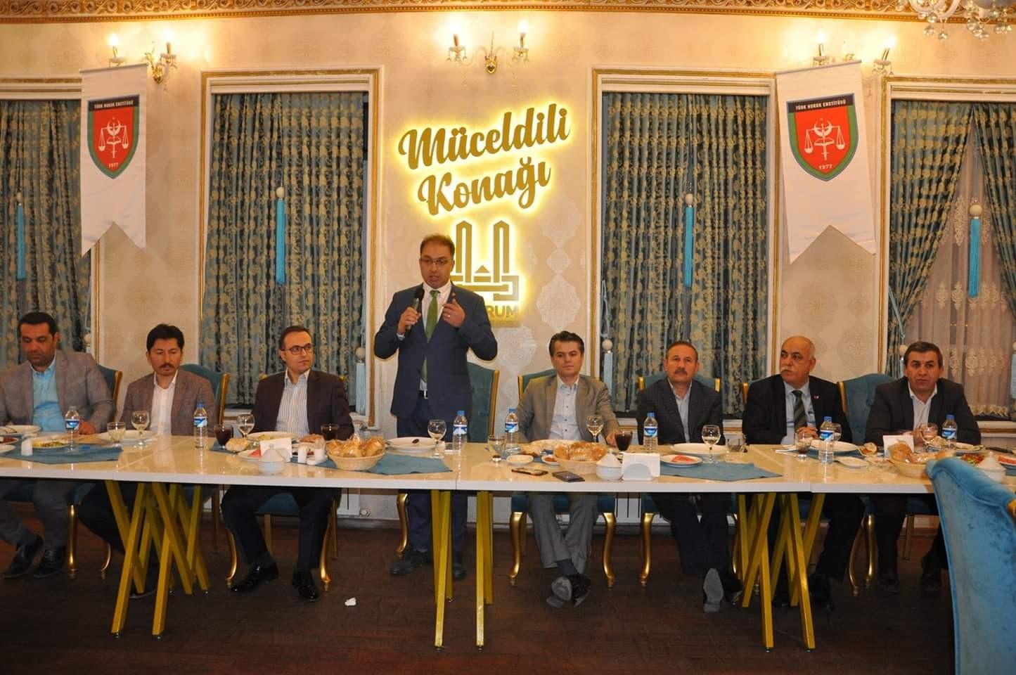 Türk Hukuk Enstitüsünden iftar yemeği
