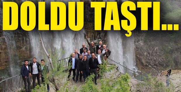 Turistlerin bayram gözdesi 'Tortum Şelalesi'