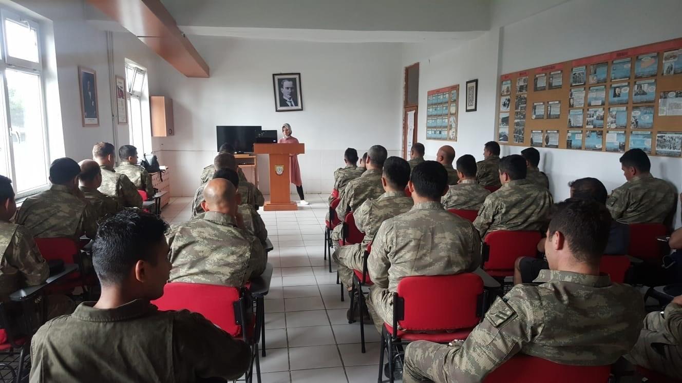 Askeri personele 'Kadına Yönelik Şiddetle Mücadele' semineri düzenlendi