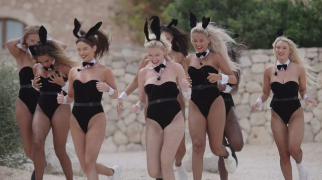 Bu defa kadın yarışmacıları Playboy tavşanı yaptılar