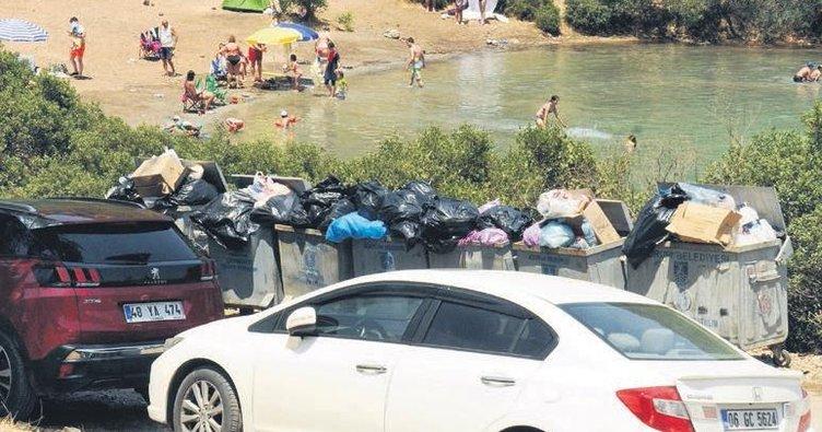 Bodrum'da Sosyete çöplerin arasından denize giriyor