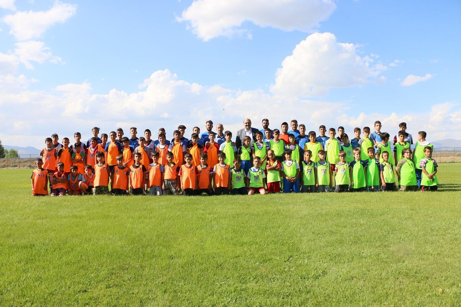 Aziziye Belediyesi 'Yaz Futbol Okulu' başladı
