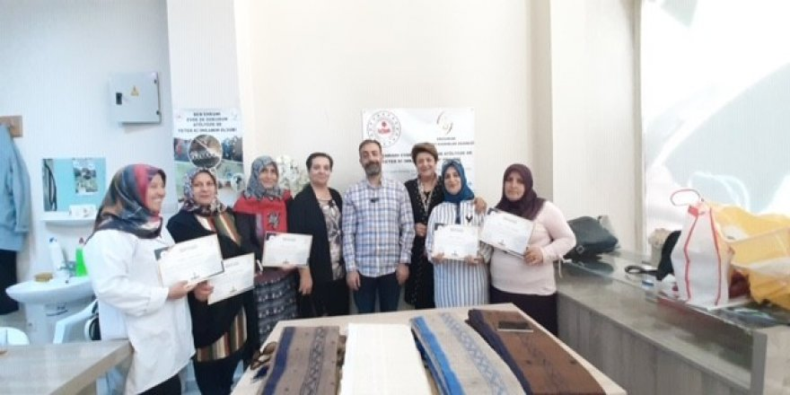 Ehram dokumasında başarılı olan kursiyerlere sertifika verildi