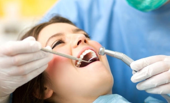 Diş sıkmak dişleri bitiriyor