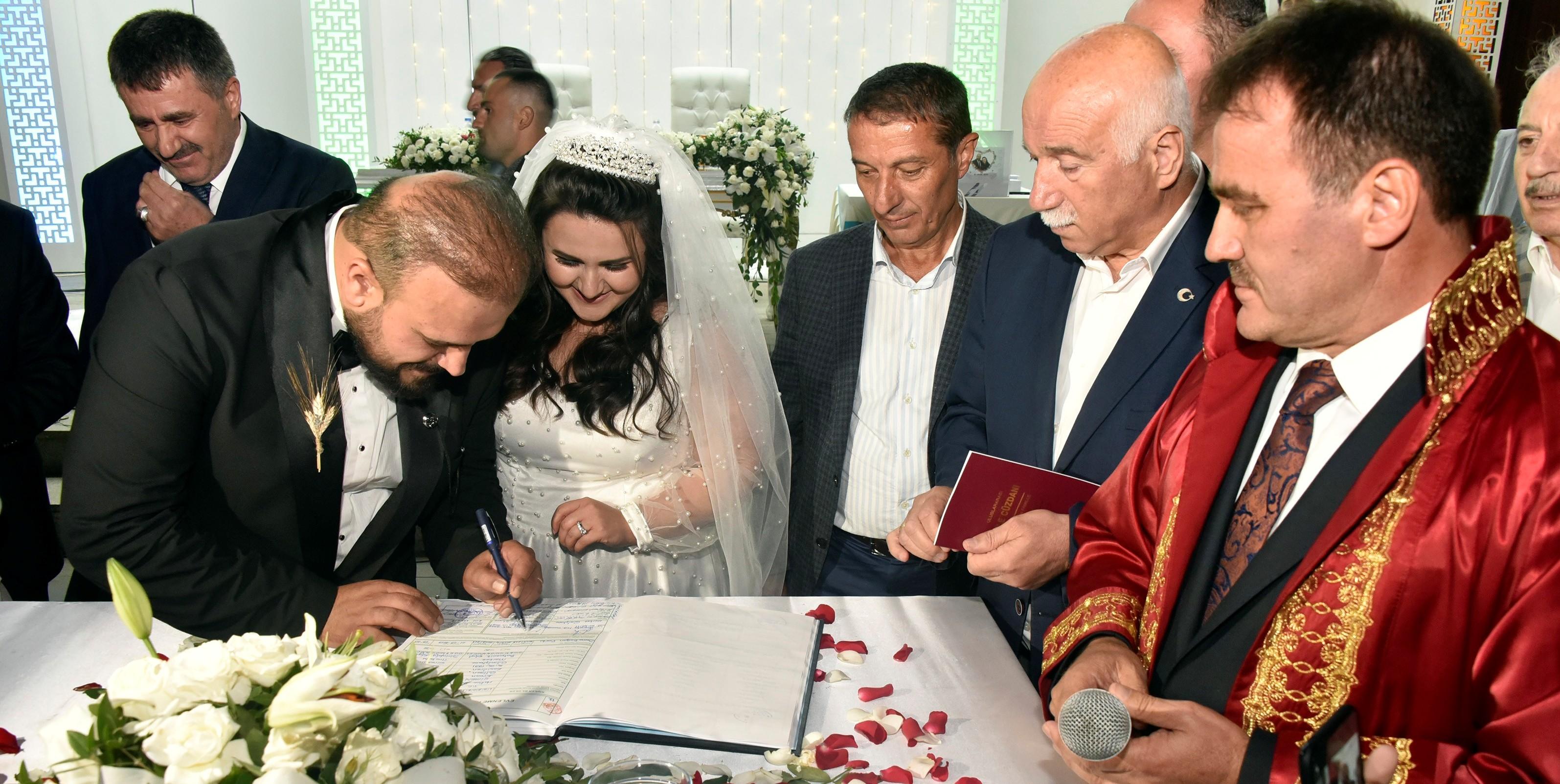 Başkan Çimen kızının nikahını kıydı