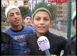 Takkeli ve Şalvarlı Futbol Maçı!
