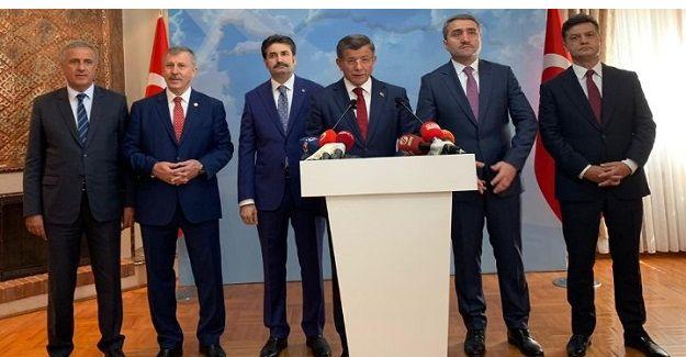 Ahmet Davutoğlu ekibiyle birlikte AK Parti'den istifa etti