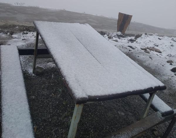 Mevsimin ilk karı yağdı! Her yer beyaza büründü