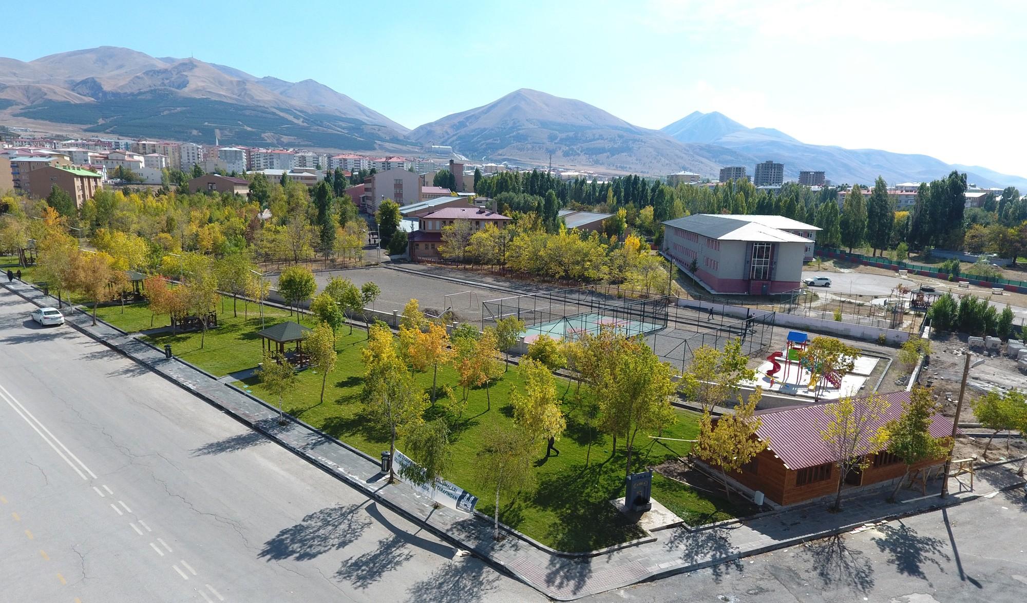 Büyükşehir Yunus Emre Mahallesi'ne park yaptı