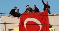 Bayrağı asan 2 kişi tutuklandı