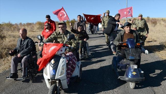 """Engellilerden """"Barış Pınarı Harekatı""""na destek yürüyüşü"""