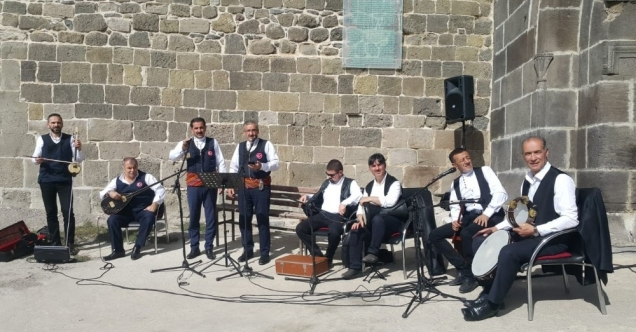 Erzurumlu sanatçıdan Barış Pınarı için özel beste