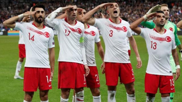 Türkiye'nin asker selamı yayınlamadı!