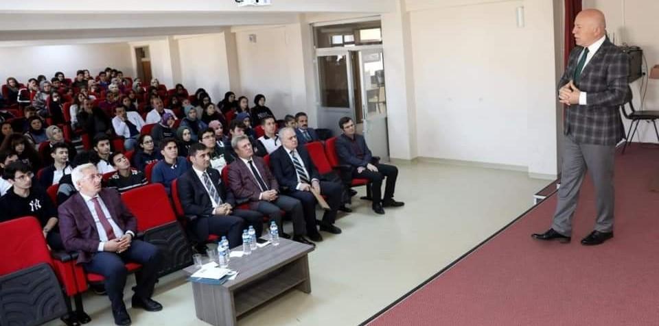 Başkan Sekmen kariyer günleri etkinliğinde öğrencilerle bir araya geldi