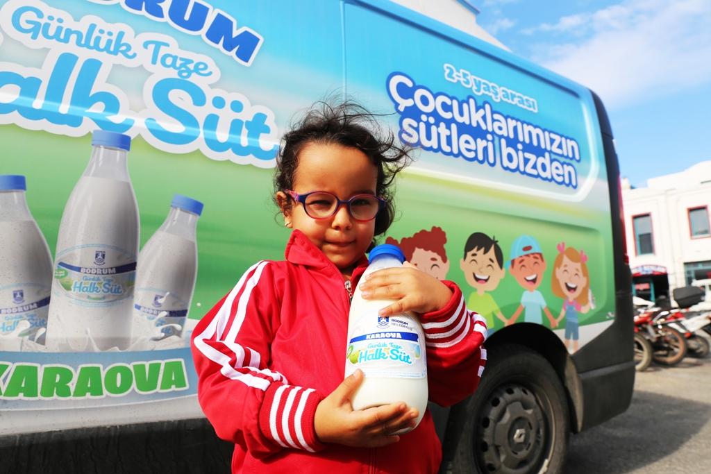 Belediyeden çocuklara ücretsiz süt!