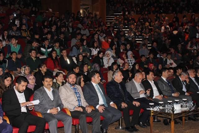 Erzurum'da 'Bir Bilenle Bilge Nesil' semineri