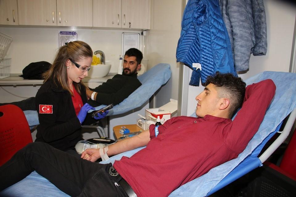 Şenlik içinde kan bağışında bulundular