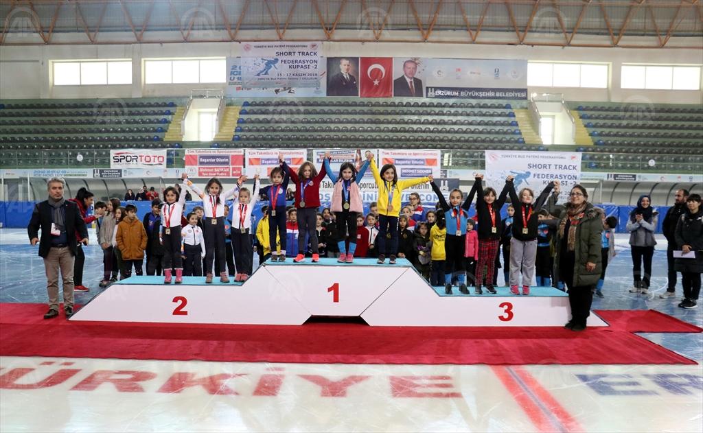 Buz pateninde kısa kulvar yarışlarının ilk etabı Erzurum'da yapıldı